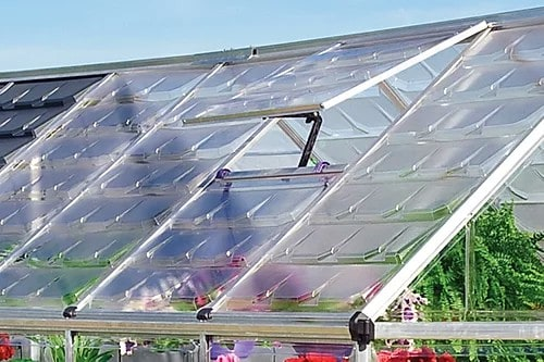 גג של חממה ביתית משולבת מחסן