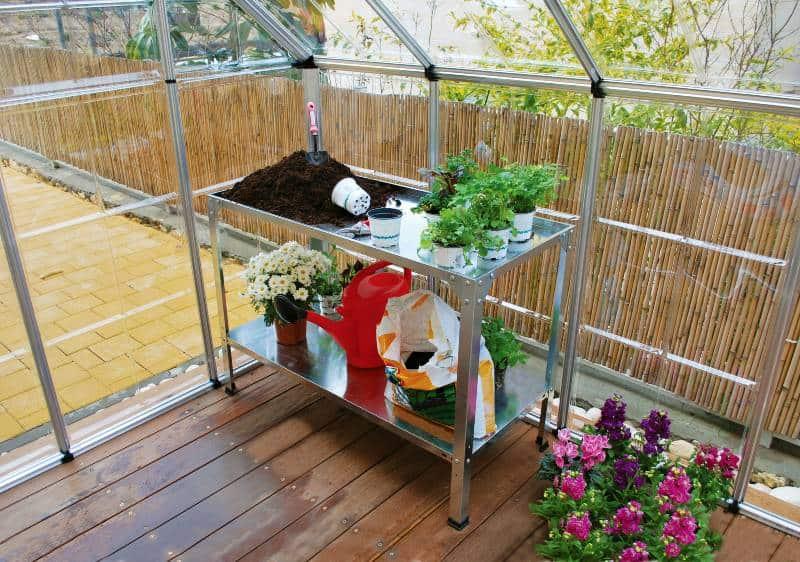 כוננית עבודה לעבודה בגינה