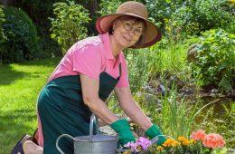 woman-gardening